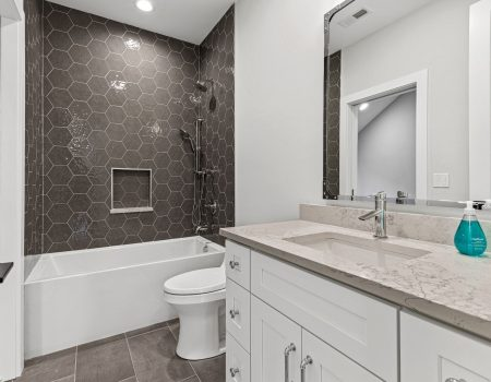 016 373jeffersonave Glencoe Il Full Hall Bathroom