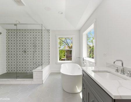 10 1020oakley 13 Masterbathroom Lowres